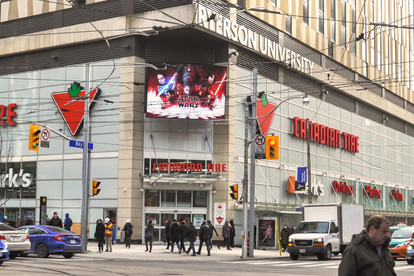 Star Wars - Centres commerciaux– CF Toronto Eaton Centre- panneau numérique de Bay et Dundas– affichage extérieur (Toronto, Ontario)