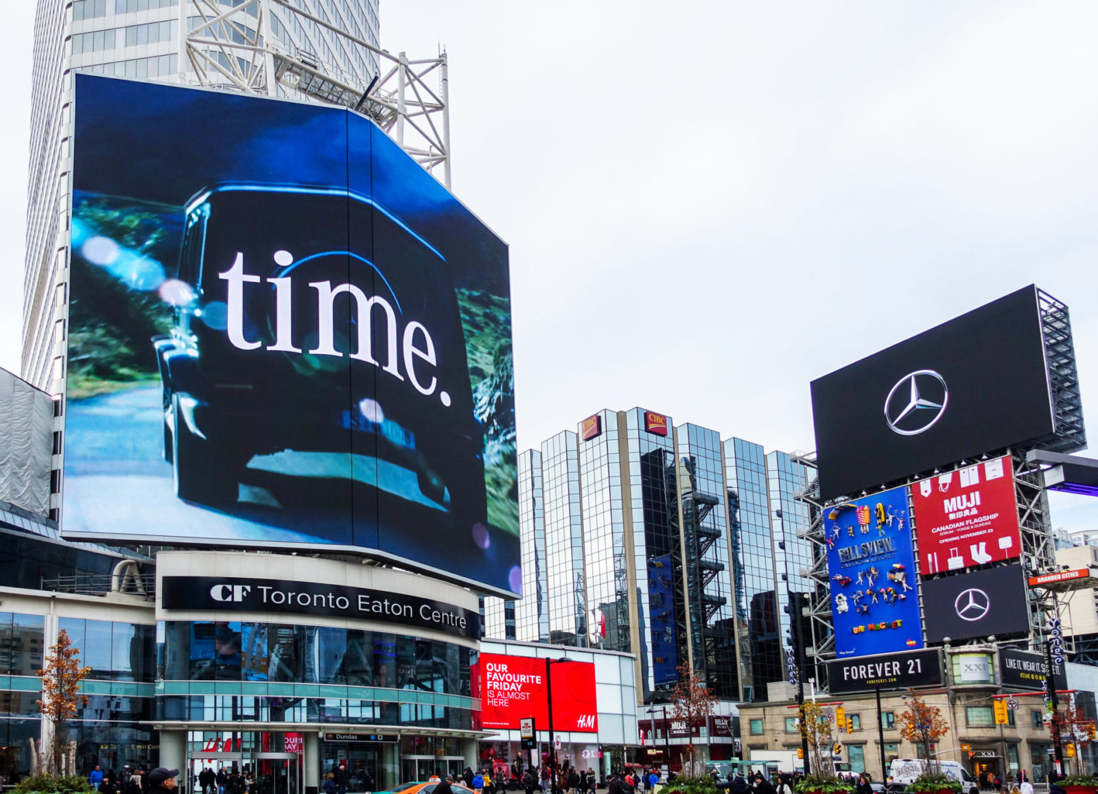 Mercedes - Yonge-Dundas Square - CF TEC Tower + AOB Media Tower (Toronto, Ontario)